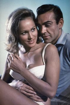 James Bond Girl n°1 - Ursula Andress est Honey Rider (1962) avec Sean Connery - James Bond contre Dr No