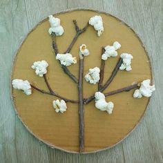 벚꽃나무 꾸미기 준비물 박스 나뭇가지 막끈 글루건 팝콘 목공풀 전자레인지 달다구리하면서 짭짤했던 맛좋...