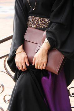 Love the bag with abaya detail!