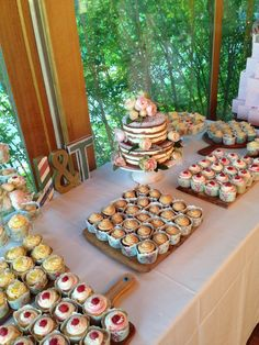 Cake Bar, Naked Cake, Cupcakes for a vintage wedding