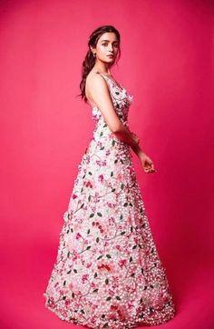 Super Baby Girl Dresses For Wedding Princesses Beautiful Ideas Indian Bridal Lehenga, Indian Bridal Fashion, Indian Wedding Outfits, Bollywood Outfits, Bollywood Fashion, Bollywood Style, Baby Girl Dresses, Bridal Dresses, Priyanka Chopra Wedding