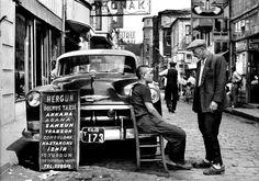 Sirkeci Nöbethane Caddesi'nde şehirlerarası taksi dolmuşlar (1950'li yıllar)