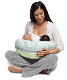 Get a Nursing Pillow| breastfeeding and pumping tips| breastfeeding tips milk supply| breastfeeding and pumping schedule| breastfeeding and pumping working moms http://babycared.com/breastfeeding-tips-for-first-time-mothers/
