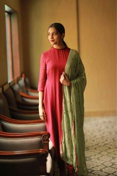 25 Trendy Ideas For Womens Fashion Casual Business Color Combos Churidar Designs, Kurti Neck Designs, Kurti Designs Party Wear, Pakistani Outfits, Indian Outfits, Color Combinations For Clothes, Color Combos, Salwar Dress, Anarkali