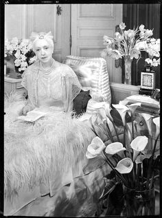* Lady Mendl 1939 - photo François Kollar  Elsie de WOLFE (1865 ? -1950), also known as Lady Mendl American actress, Interior designer a profession was invented by Elsie de Wolfe since 1892 de Wolfe had been living openly in a lesbian relationship with Miss Elizabeth Marbury until 1933. The marriage De Wolfe's 1926 to diplomat Sir Charles Mendl was platonic and one of convenience
