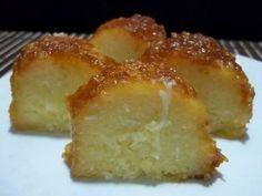 BOLO DE AIMPIM COM LEITE CONDENSADO. Ingredientes 500ml de leite 4 ovos 1 xícara de açúcar 2 colheres (sopa) de manteiga 5 colheres (sopa) de farinha de trigo 1 lata de leite condensado 1 xícara de queijo parmesão 1 colher
