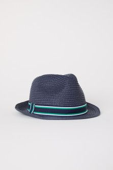 Hat in paper straw with a grosgrain band. Width of brim 1 in. H&m Fashion, World Of Fashion, Fashion News, Fashion Online, H&m Gifts, Paper Straws, Fashion Company, Grosgrain, Sustainable Fashion