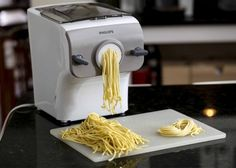 How to make gluten-free pasta at home in 15 minutes – Gluten Free recipes to try Sin Gluten, Vegan Gluten Free, Gluten Free Recipes, Paleo, Low Carb Noodles, Gluten Free Noodles, Keto Pasta Dough Recipe, Pasta Recipes, Drink Recipes