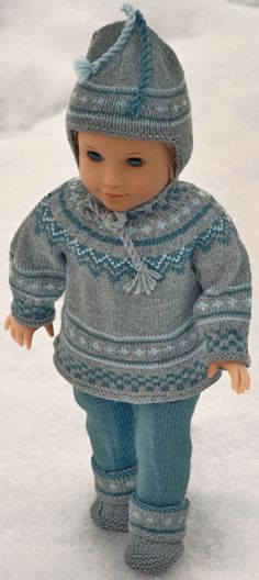 Breien poppenkleertjes patronen How To Start Knitting, Alexander Dolls, Light Blue Color, Warm Sweaters, Garter Stitch, Striped Knit, Green Stripes, Girl Dolls, American Girl
