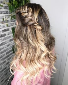 Top 19 Bohemian Hairstyles Trending In pretty hairstyles boho pretty hairstyles for graduation Boho Hairstyles Medium, Chic Hairstyles, Bohemian Hairstyles, Summer Hairstyles, Pretty Hairstyles, Straight Hairstyles, Braided Hairstyles, Simple Hairstyles, Hairstyle Ideas