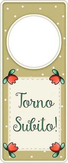 """appendi porta in legno """"Torno subito"""" idea regalo, artigianato italiano, made in Italy, con frase scritta, spiritosa, fuori stanza, appendi porta, fuori porta, tavola country: Amazon.it: Casa e cucina"""