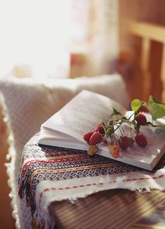 books - 30 GIFs for Photographers Your Visual Motion Inspiration Gif Animé, Animated Gif, Lifestyle Fotografie, Beau Gif, Quiet Storm, Cinemagraph, Beautiful Gif, Beautiful Flowers, Gif Pictures