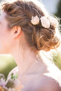 a loose bun with fresh flowers  Photography by anitamartinphotography.com