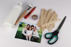 Puzzle photo avec bâtonnets en bois - Activités enfantines - 10 Doigts Puzzle Photo, Puzzles, Jw Gifts, Babysitting, Bookends, Creations, Scrap, Photos, Diy