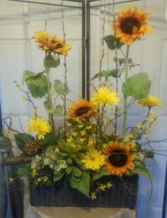 Sunflowers are blooming again! Rebecca should love it~~ Altar Flowers, Indoor Flowers, Beautiful Flower Arrangements, Beautiful Flowers, Flower Centerpieces, Flower Decorations, Ikebana, Floral Design School, Corporate Flowers