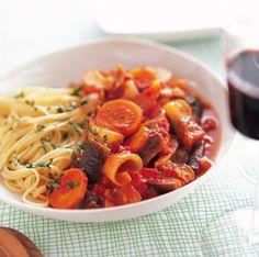 豚こま肉と野菜のトマト煮パスタ添え | レシピ | ダイエット、レシピ、運動のことならフィッテ | FYTTE