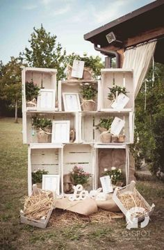 52 Amazing Ways to Set Off a Rustic Spring Wedding---elegant white country wedding with wooden crates, vintage rustic wedding, wedding decorations country wedding 52 Amazing Ways to Set Off a Rustic Spring Wedding Rustic Chic, Country Chic, Tableau Marriage, Wedding Centerpieces, Wedding Decorations, Wedding Cake Rustic, Shabby Chic Wedding Decor, Boho Wedding, Wooden Crates Wedding