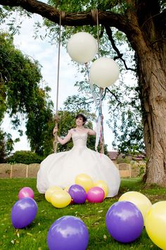 Trash The Dress Balloons www.photographicblonde.com