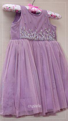 Baby Girl Dresses Fancy, Baby Girl Dress Design, Cute Little Girls Outfits, Girls Dresses, Baby Dresses, Kids Dress Wear, Kids Dress Patterns, Kurti Embroidery Design, Baby Frocks Designs