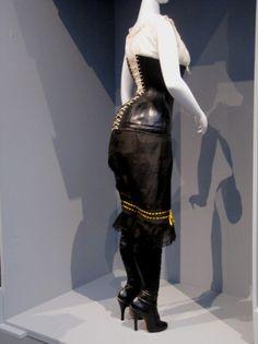 Mujer corsé y botas fetiche, LACMA 1900