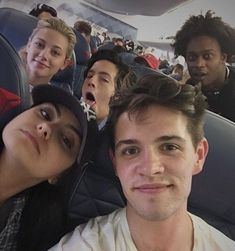 Lili Reinhart, Cole Sprouse, Camila Mendes and Casey Cott with a fan❤