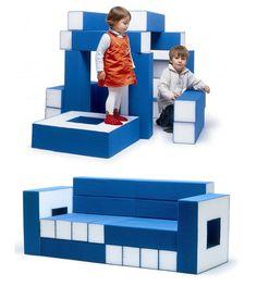 CRASSET Matali (designer industriel), ''Permis de construire'' 2000, 10 barres et 2 accoudoirs en mousse à haute résilience recouverts de Skai, L 108 x P 72 cm H 72 cm, édité par Domeau & Pérès. À mi-chemin entre un jeu de construction et un canapé, il offre différentes utilisations selon l'âge : les enfants en feront une cabane là où les parents se détendront. #Ludique #Multifonctions