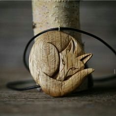 Fox carving by Giles Newman. Check out his Insty