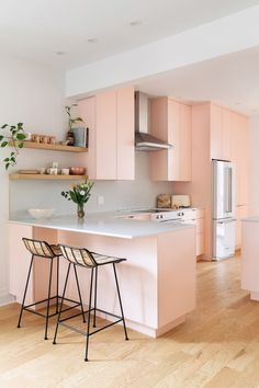 Modern Montreal Remodel Photos with Pink Kitchen Pastel Kitchen Decor, Home Decor Kitchen, Kitchen Interior, Pink Kitchen Designs, Pink Kitchen Cabinets, Küchen Design, Interior Design, Style Deco, Dining Nook
