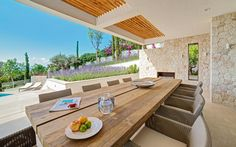 Terraza Balear finished the ALZINA project in 2015. Amazing house located in Bendinat (Mallorca) where they opted for outdoor design furniture from Tribù: 10 Terra armchairs.