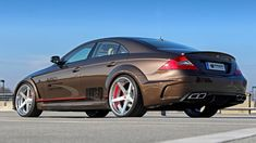 Prior Design has created a wide aerodynamic body kit for the first generation Mercedes-Benz CLS Mercedes Auto, Mercedes Benz Amg, Vw Bus, Benz S550, Bmw E38, Wide Body Kits, Classic Mercedes, Sports Sedan, Maybach