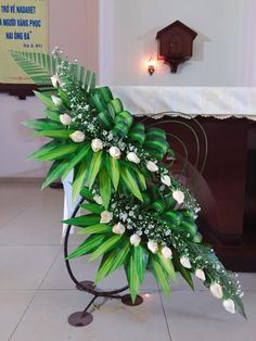 Pin by Mia Yang on Church Flowers Tropical Flower Arrangements, Modern Floral Arrangements, Creative Flower Arrangements, Church Flower Arrangements, Tropical Flowers, Altar Flowers, Home Flowers, Church Flowers, Rustic Flowers