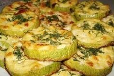 Gratinated zucchini slices with garlic and sour cream – Recipes Low Carb Keto, Low Carb Recipes, Healthy Recipes, Zucchini, Go Veggie, Good Food, Yummy Food, Food Gallery, Macaron