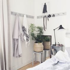 Bedroom | Fouremptywalls Clean upphängning för sovrum Bedroom Nook, Bedroom Decor, Master Bedroom, Modern Scandinavian Interior, Scandinavian Style, Dream Decor, Home Decor Inspiration, Interior Design Living Room, Sweet Home