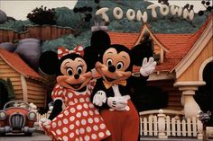 christmas postcards 2001   Mickey's Toontown - Disneyland California