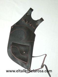 Carcaj tradicional de cinturón realizado de forma artesana en piel de vacuno de muy alta calidad y con bolsillo en la parte de abajo. http://www.eltallerdelarosa.com/portaflechas/154-carcaj-de-cinturon-4500-2.html