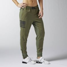 Reebok CrossFit Jogger ($150) ❤ liked on Polyvore featuring activewear, activewear pants, apparel, canopy green, logo sportswear, reebok sportswear, reebok and reebok activewear