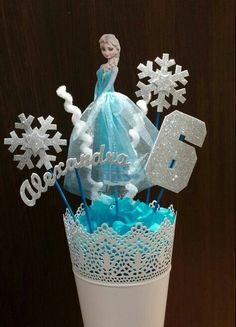 ^^ Centro de mesa de Elsa de Frozen para cumpleaños