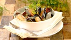 Fresh mussels steamed in white wine with a creamy garlic sauce – a delicious treat!