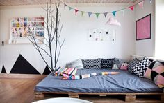 kids room. pallets. bed. play zone. colorful