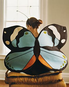It might help you fly into the little fairytale world with these beautiful butterfly wings made of felt.