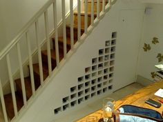 rangement sous les escaliers