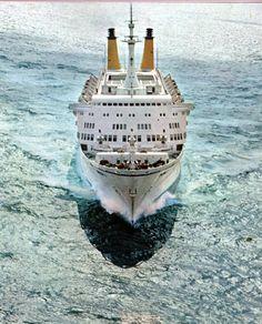 Eugenio C Beautiful Moon, Cruise Ships, Submarines, Bookmarks, Sailing, The Past, Container, Album, Retro