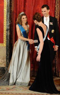 Queen Letizia of Spain greets Carla Bruni at a state dinner | POPSUGAR Celebrity