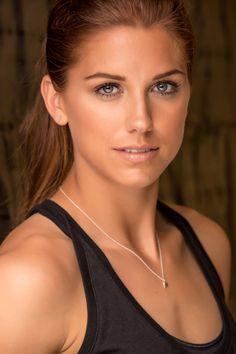 La sportive la + sexy : Alex Morgan. Dans la vie, Alex est une footballeuse internationale. Depuis 2013, elle est attaquante pour le Portland Thorns FC. Et probablement l'une des plus sexy de son équipe.