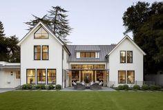 Incredible Modern Farmhouse Exterior Design (28)