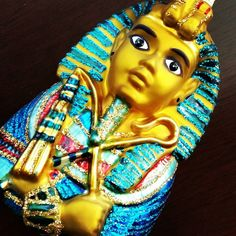 King Tut the boy King.  Just look at that vivid blue and all that glitter.  You can get this new arrival by clicking in the link in my profile.  #vintagestyle #vintagechristmas #shabbychic #countryliving #romantichomesmagazine #museumofhistory #homedecorating #christmasisalmosthere #christmaswishes #nutcrackermarket