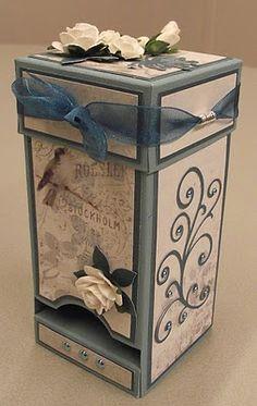 After Eight mint dispenser (or tea bags, or ghirardelli squares) - she provides a template - bjl Diy Garden Furniture, Diy Furniture Plans, Diy Outdoor Furniture, Scrapbook Box, Papel Scrapbook, Scrapbooking, Garden Crafts For Kids, Diy For Kids, Diy Bag Dispenser
