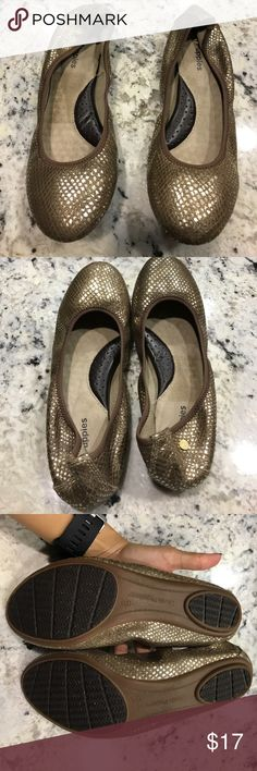 Hush Puppies Women Chaste Ballet Flats Size 7.5 Hush Puppies Women Chaste Ballet Flats Size 7.5. Gold Color. Worn once or twice. Hush Puppies Shoes Flats & Loafers