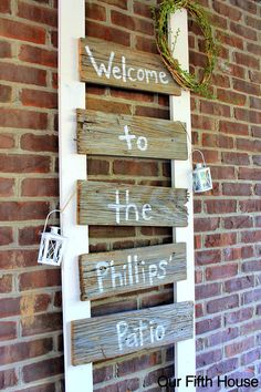 DIY Old Fence Board Patio Sign  Need to use an old wooden ladder and beat up wood for lettering words......