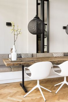 Derk & Suzanne   Maaike van Diemen Interieurontwerp Living Room Seating, Dining Nook, Dining Room Design, Dining Room Table, Living Room Decor, Living Room Inspiration, Interior Inspiration, Beautiful Houses Inside, Interior Styling